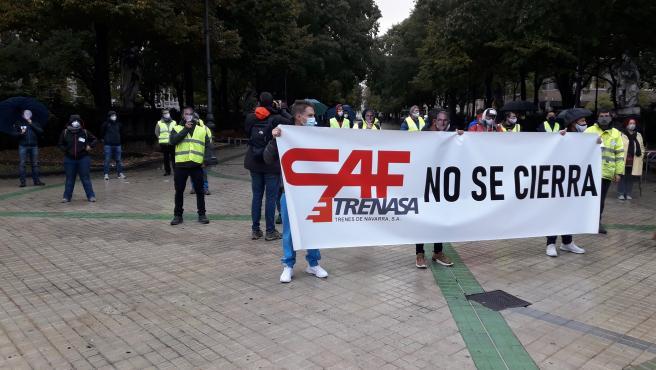 Trabajadores de Trenasa se concentran contra el cierre de la planta de Castejón.