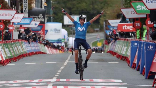 Marc Soler celebra su triunfo en la Vuelta.