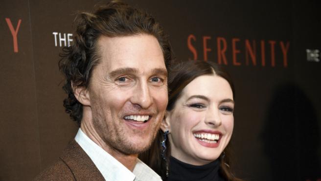 Matthew McConaughey y Anne Hathaway