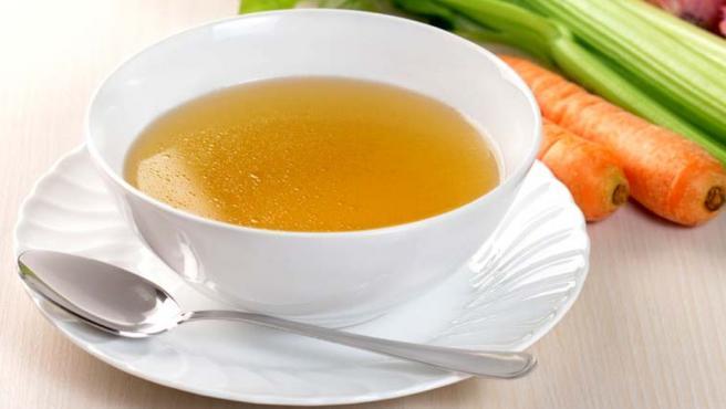 Por sano y sabroso, un caldo de verduras debe ser un clásico de nuestro menú.