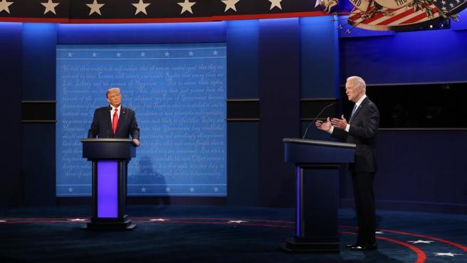 Donald Trump y Joe Biden, durante el segundo debate presidencial.
