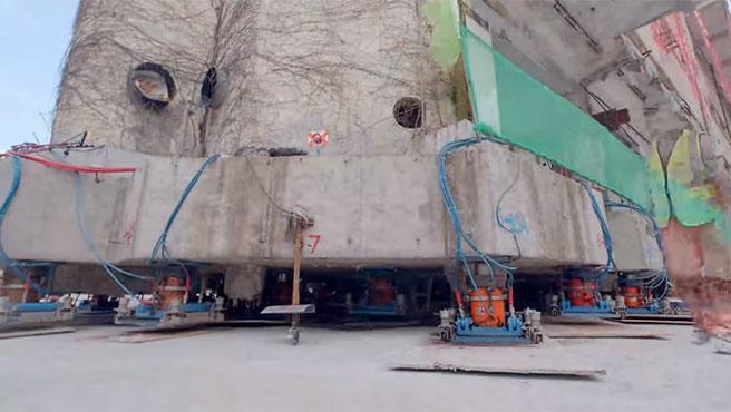 El edificio caminó 61,7 metros.