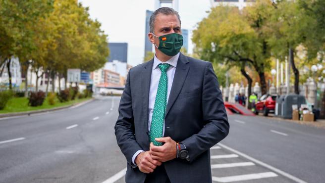 El portavoz de Vox en el Ayuntamiento de Madrid, Javier Ortega Smith, posa en el Paseo de la Castellana tras una entrevista con Europa Press en la sede de la Agencia, en Madrid (España) a 19 de octubre de 2020.