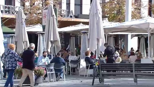 Imagen de archivo de la terraza de un bar.