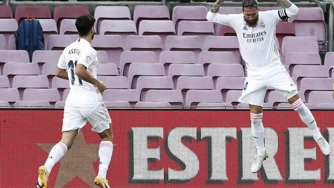 Sergio Ramos celebra su gol al Barcelona en el Clásico.