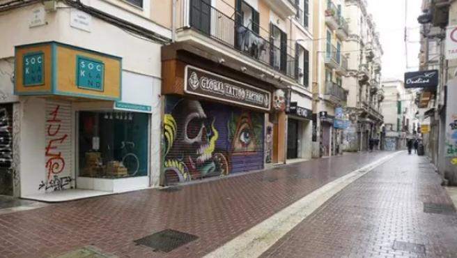 Imagen de archivo de una calle vacía en Baleares durante el estado de alarma.