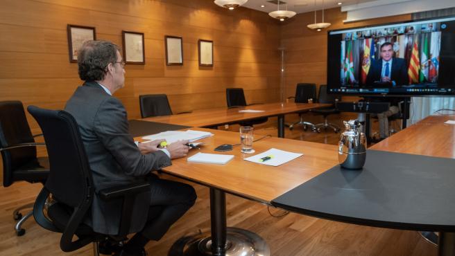 O titular do Goberno galego, Alberto Núñez Feijóo, participa telematicamente na Conferencia de Presidentes. Edificio Administrativo de San Caetano, Santiago de Compostela, 26/10/20