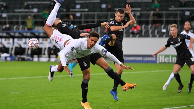 Varane, durante el partido entre el Borussia Monchengladbach-Real Madrid
