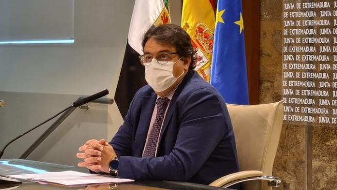 El consejero de Sanidad, José María Vergeles, en rueda de prensa en Mérida