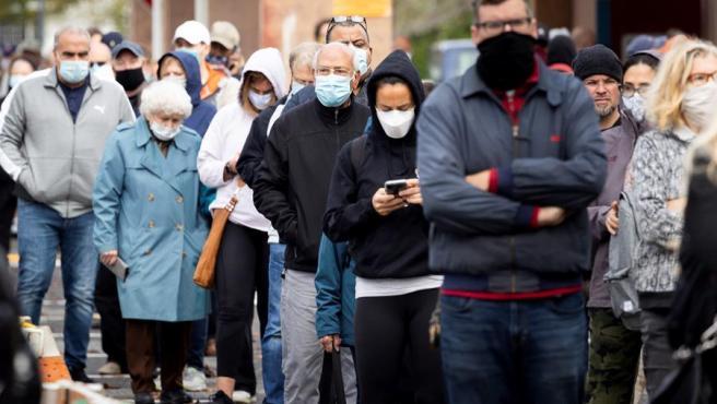 Ciudadanos hacen cola en Nueva York para votar anticipadamente en las elecciones presidenciales de EE UU.