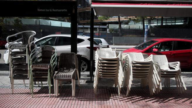 Terrazas recogidas en un bar ubicado en el barrio de Las Tablas, en el distrito de Hortaleza (Madrid)