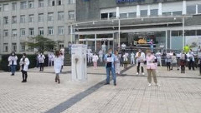 Trabajadores de Osakidetza se concentran frente al Hospital Donostia