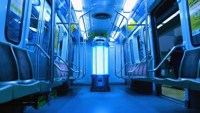 UVR-bot es capaz de destruir virus y bacterias a través de la luz ultravioleta.