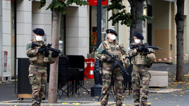 Agentes de fuerzas especiales en las calles de Niza tras el atentado.