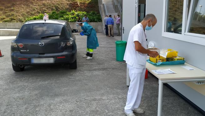 Punto COVID AUTO en el Hospital Álvaro Cunqueiro de Vigo.