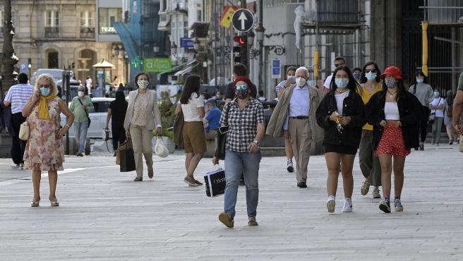 A Coruña.- Covid-19 Normalidad en el primer día de la prohibición en Galicia de fumar en espacios al aire libre si no se puede garantizar una distancia de seguridad de dos metros. 13/08/2020 Foto: M. Dylan / Europa Press
