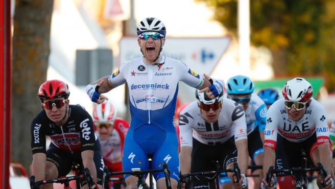 El ciclista irlandés Sam Bennett (Deceuninck-Quick Step), ganador de la novena etapa de La Vuelta ciclista a España 2020, disputada entre Castrillo del Val y Aguilar de Campoo sobre 157,7 kilómetros