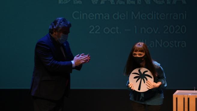 La actriz Maria de Medeiros recibe la Palmera de Honor de la Mostra de València