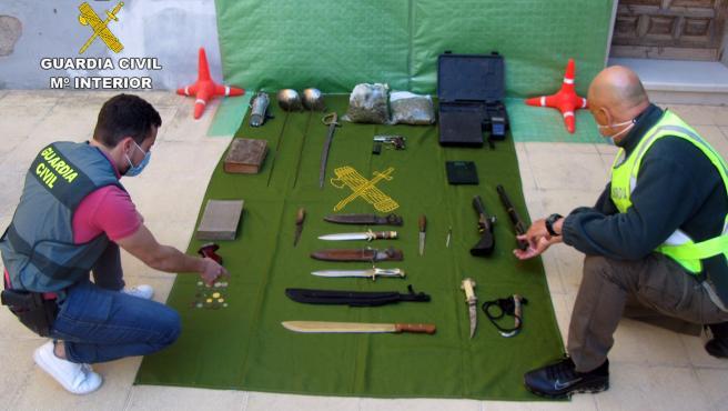 La Guardia Civil Desmantela Un Punto De Venta De Droga E Intervine Armas Y Objetos Antiguos Robados