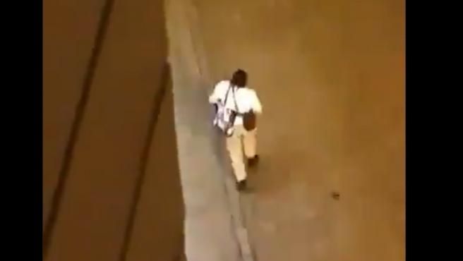 Un hombre armado en las calles de Viena