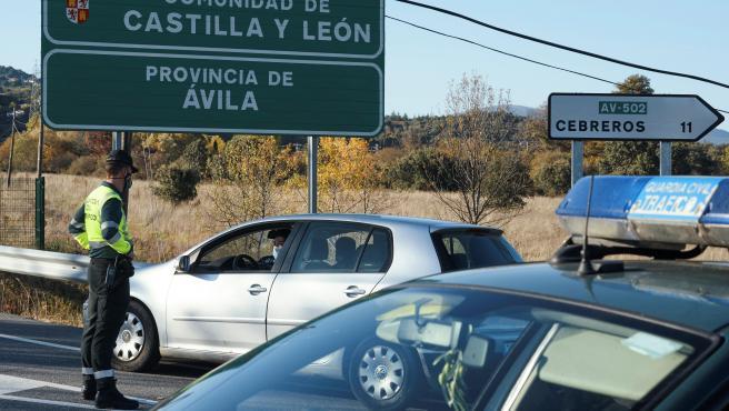 Imagen de un control habilitado la semana pasada en la N-403, en el límite entre Castilla y León y Madrid.