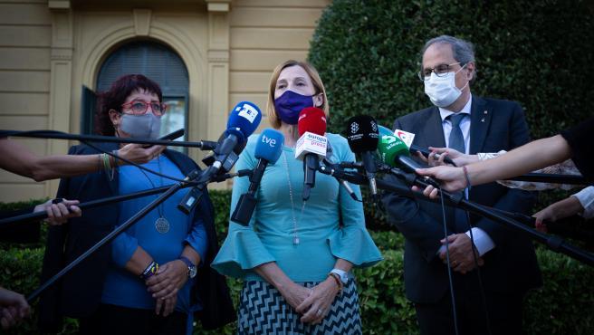 La expresidenta del Parlament Carmen Forcadell (c), junto al expresidente de la Generalitat, Quim Torra; y la exconsellera de Trabajo de la Generalitat Dolors Bassa (i), en Barcelona, Catalunya (España), a 29 de septiembre de 2020.