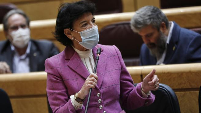 La ministra de Educación y Formación Profesional, Isabel Celaá, interviene durante una sesión de control al Gobierno en el Senado, a 20 de octubre de 2020
