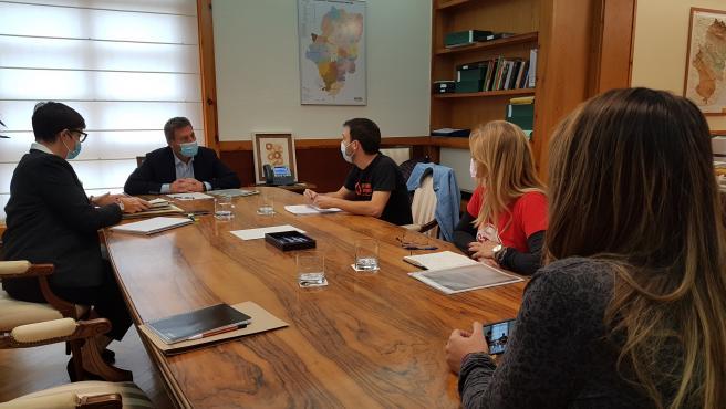 El consejero de Vertebración del Territorio, José Luis Soro, se ha reunido con la Coordinadora de Vivienda de Aragón.