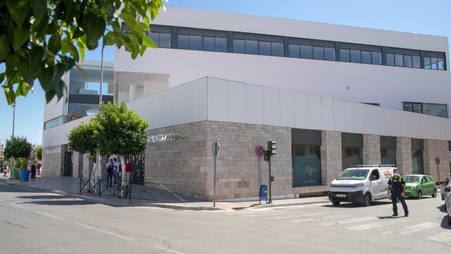 Imagen del rehabilitado ayuntamiento de La Algaba