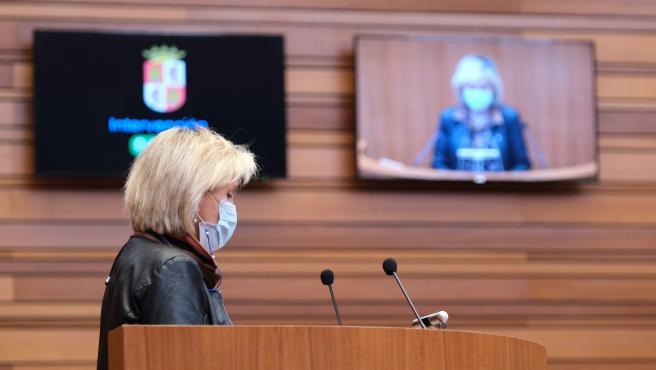 La consejera de Sanidad presenta en el Pleno el decreto ley para reforzar la autoridad de los sanitarios