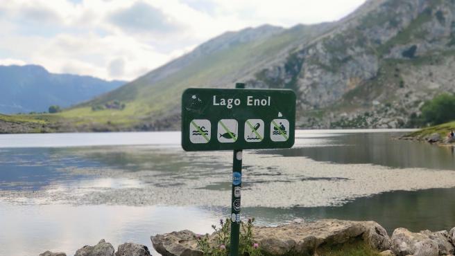 Lago Enol, uno de los Lagos de Covadonga, en los Picos de Europa.