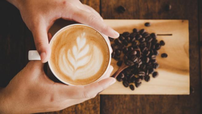 El café es el compañero indiscutible de nuestras mañanas.
