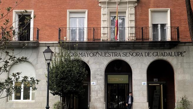 Fachada del Colegio Mayor Nuestra Señora de Guadalupe situado en la zona de salud básica de Valdezarza, en el distrito de Moncloa-Aravaca, en Madrid (España).