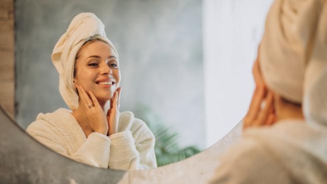 Las cremas antiedad ayudan a prevenir la aparición de las primeras arrugas.