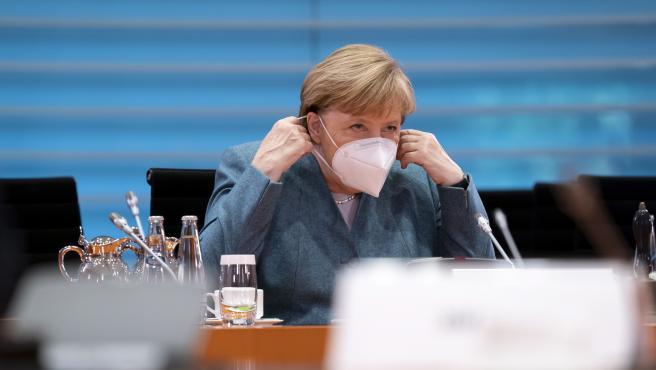 La canciller alemana, Angela Merkel, con mascarilla.