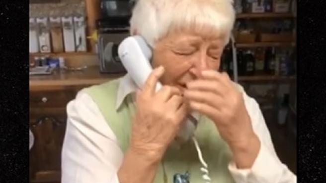 Las lágrimas de una anciana tras conocer el triunfo de Biden.