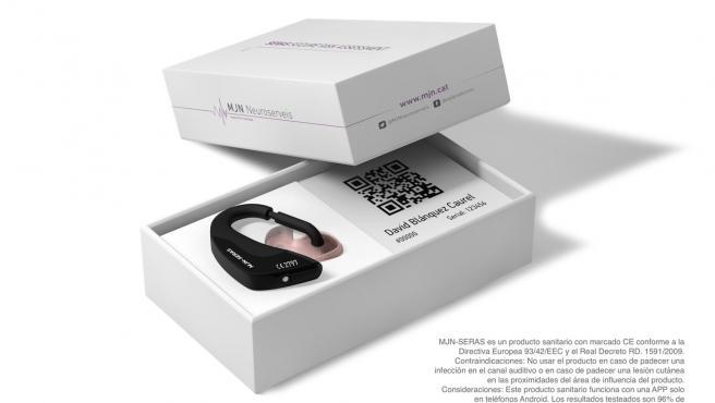El auricular de MJN-neuro que permite predecir las crisis epilépticas entre uno y tres minutos antes de que pasen.