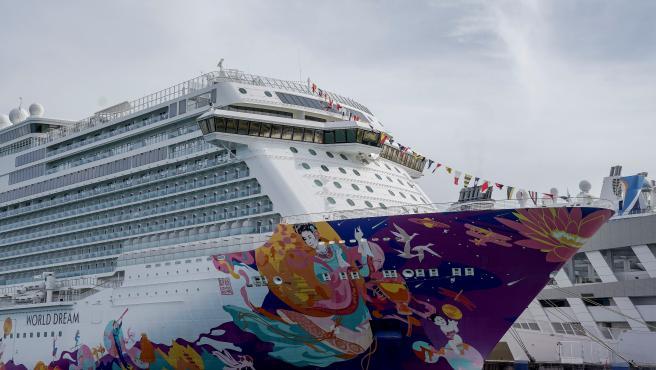 El crucero World Dream opera en Singapur sin destino pero con pasajeros.