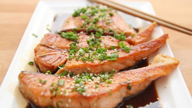Rico en omega-3, vitamina b12 y triptófano, el salmón es un alimento ideal para combatir la ansiedad.