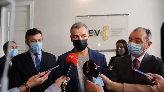 Toni Cantó (Cs) y Salvador Navarro (CEV) atienden a los medios antes de una reunión