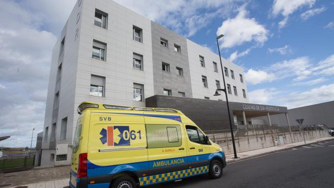 Una ambulancia acude a la residencia de ancianos de San Cibrao donde se ha originado un brote de Covid-19, en San Cibrao, Lugo, Galicia, (España), a 9 de noviembre de 2020.
