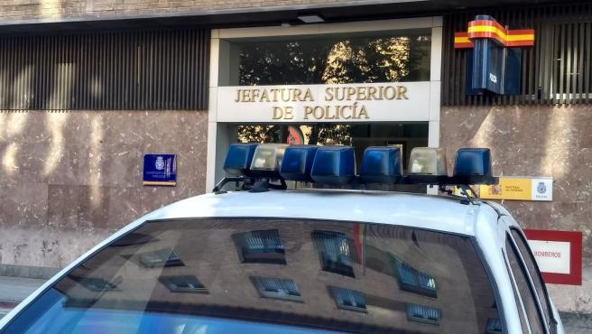Detenido acusado de agredir a varias personas y a dos agentes tras robar en un comercio en Pamplona