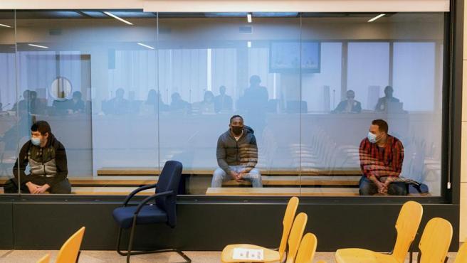 Los acusados Mohamed Houli, Driss Oukabir y Said Ben Iazza durante el juicio en su contra este martes en la Audiencia Nacional, donde ha comenzado el juicio por los atentados del 17 de agosto de 2017 en Barcelona y Cambrils (Tarragona).