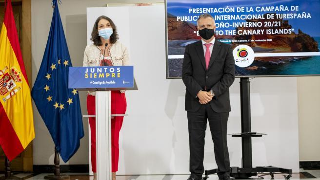 La ministra de Industria, Comercio y Turismo, Reyes Maroto, ofrece una rueda de prensa con el presidente de Canarias, Ángel Víctor Torres