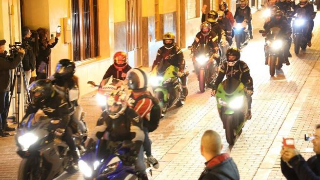 Motoristes pels carrers de Xest amb motiu del Gran Premi de Motociclisme