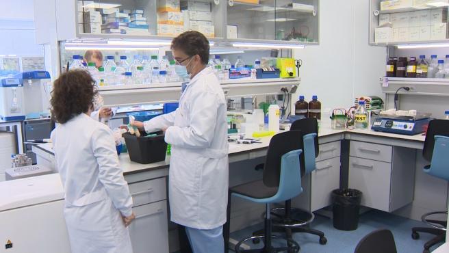 La OMS advierte de que actualmente ningún país puede almacenar la vacuna de Pfizer