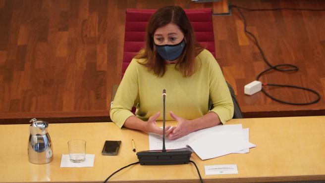 La presidenta del Govern, Francina Armengol, durante una rueda de prensa en Menorca