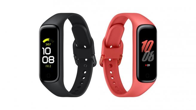 La nueva pulsera Galaxy Fit2 viene en negro y rojo.