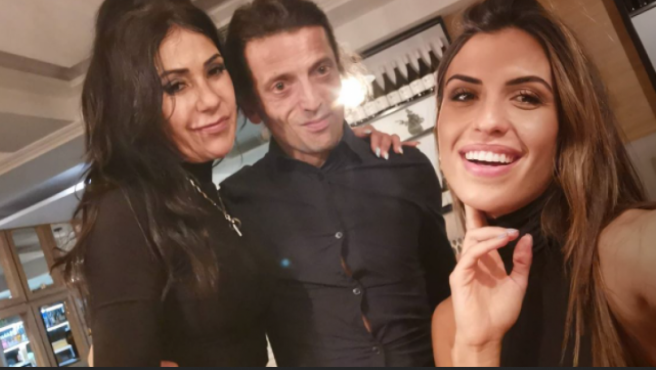 Maite Galdeano posa con su novio y su hija, Sofía Suescun.