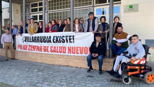 Protesta de los vecinos de Villarrubia reclamando un nuevo Centro de Salud en la barriada, en una imagen de archivo.
